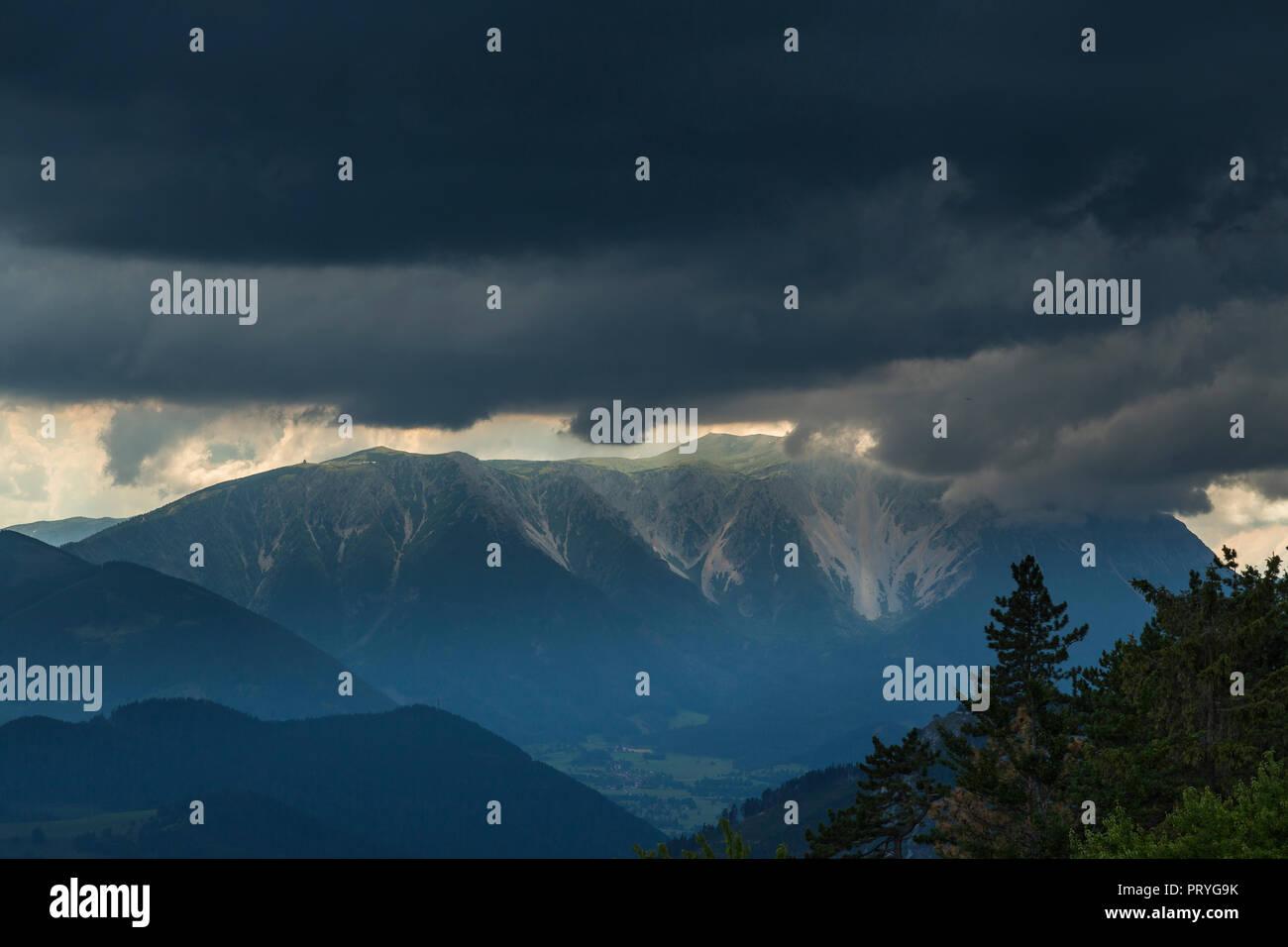 Schneeberg antes de tormenta y granizo Foto de stock