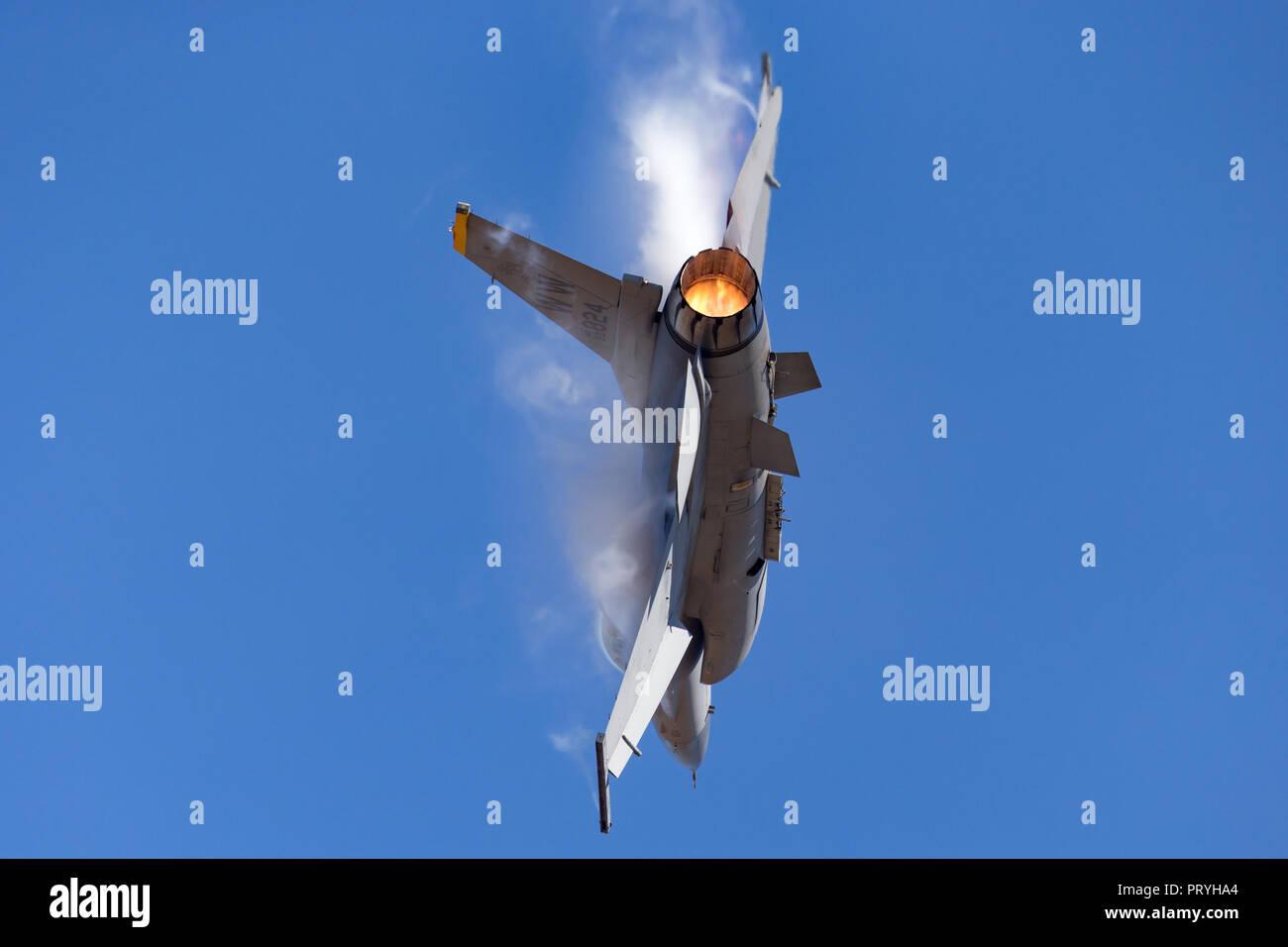 Naciones Staes Air Force (USAF) Lockheed F-16CJ combates Falcon 90-0824 del 14th Fighter Squadron, 35ª Ala de caza en la Base Aérea de Misawa, Japón. Foto de stock