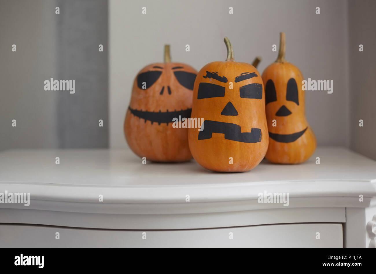 Las calabazas pintadas para halloween foto imagen de stock 221312262 alamy - Calabazas de halloween pintadas ...
