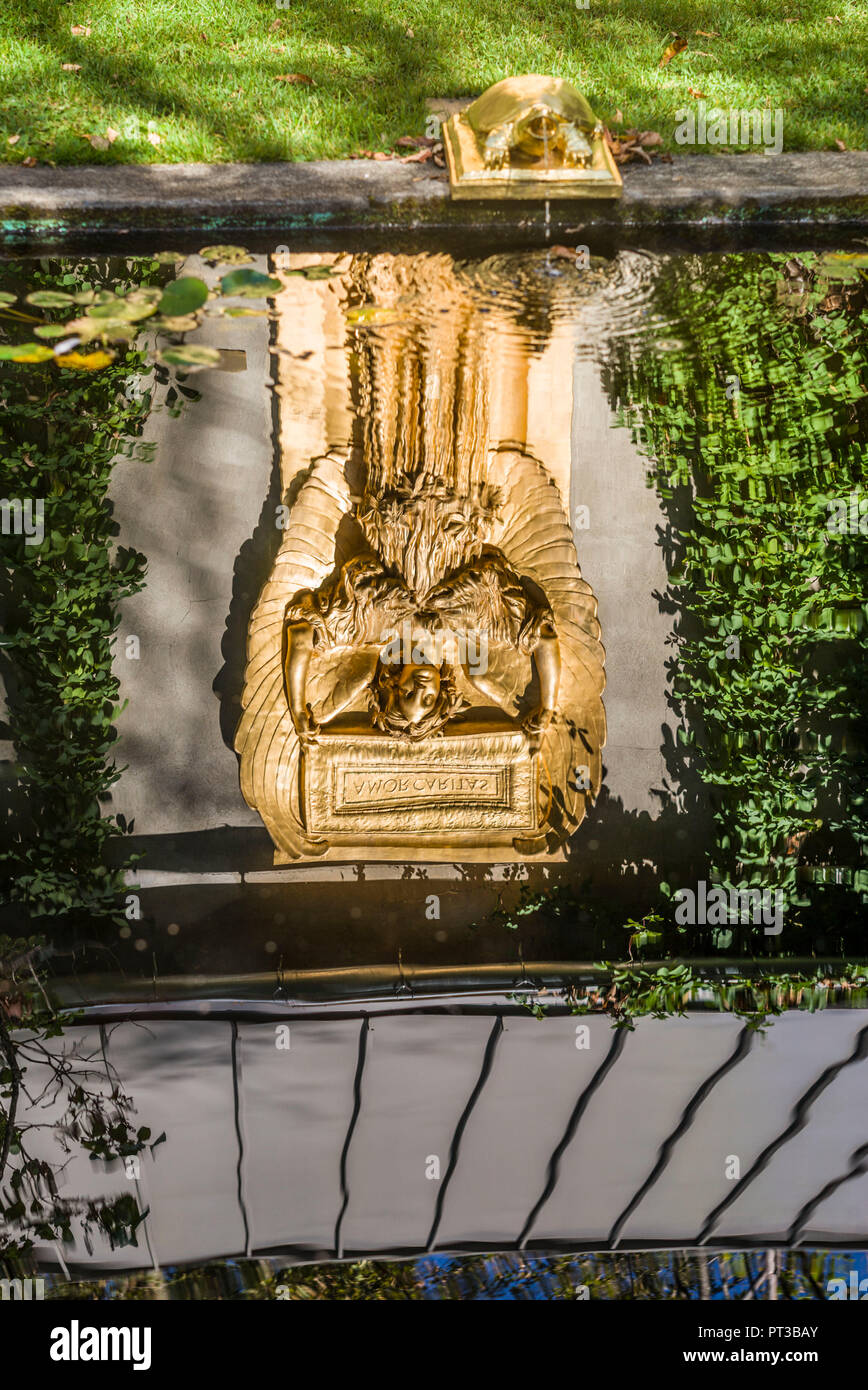 Los Estados Unidos, Nueva Inglaterra, Nueva Hampshire, Cornish, Saint-Gaudens National Historic Site, antigua casa del escultor del siglo XIX, Augustus Saint-Gaudens, Nueva Galería y el Atrio, escultura de Amor Caritas en la piscina reflectante Imagen De Stock