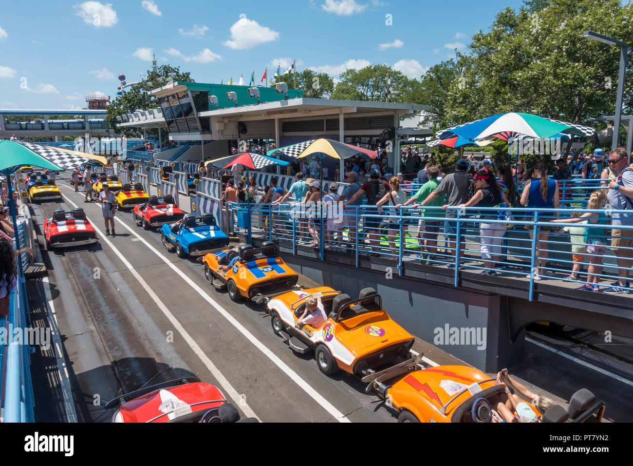 Tomorrowland Speedway atracción en el Parque Temático Magic Kingdom, Walt Disney World, Orlando, Florida. Imagen De Stock