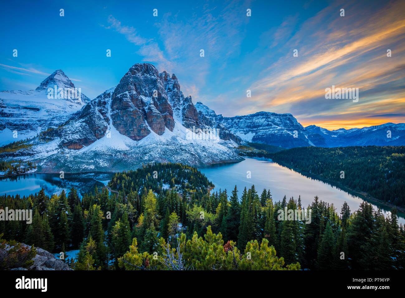 Monte Assiniboine Provincial Park es un parque provincial en British Columbia, Canadá, situado alrededor del monte Assiniboine. El parque fue creado el año 1922. S Imagen De Stock