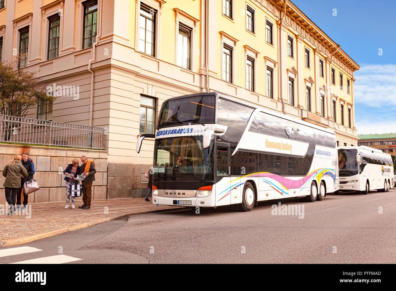 El 14 de septiembre de 2018: Gotemburgo, Suecia - autobuses de turistas en el centro de Gotemburgo, después de dejar a los pasajeros en el ayuntamiento. Imagen De Stock