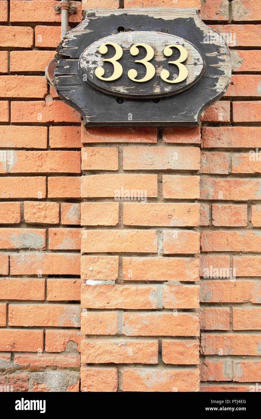 El número 333 simboliza la ayuda y aliento. Imagen De Stock