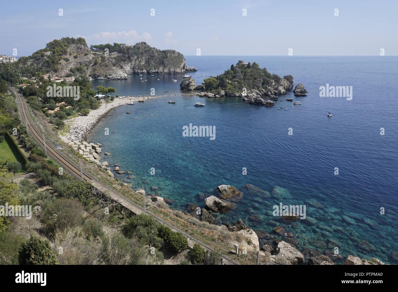 Isola Bella, hermosa pequeña isla y uno de los hitos de Taormina, Sicilia, Italia Foto de stock