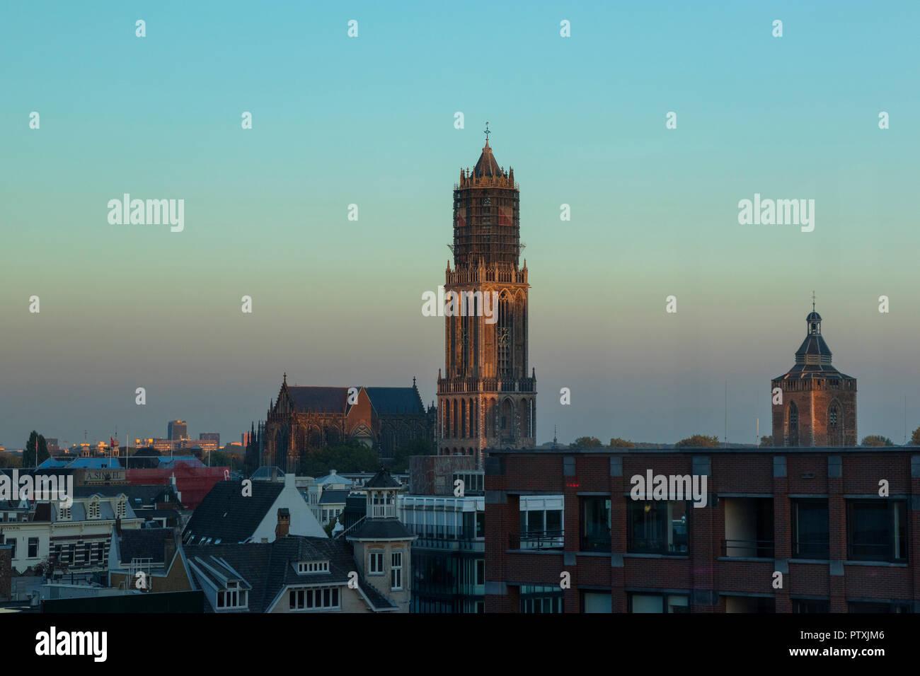 Utrecht, Países Bajos - Septiembre 27, 2018: la catedral de San Martín o la iglesia Dom en Utrecht en penumbra Imagen De Stock