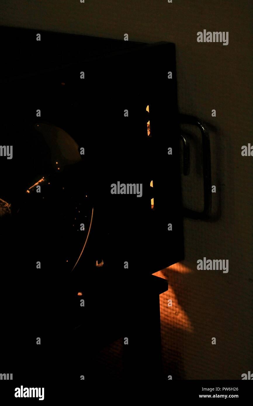 Desde las sombras - Emisiones de luz de una guerra fría sala de radar. Rocio de Marigny / Alamy Imagen De Stock