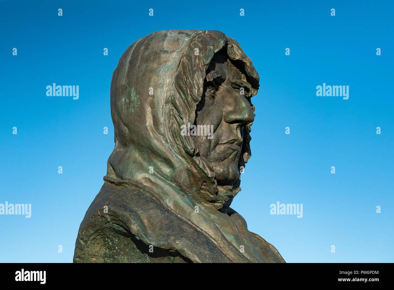 Busto del explorador polar noruego Roald Amundsen, de Ny-Ålesund, la isla de Spitsbergen, el archipiélago de Svalbard Imagen De Stock