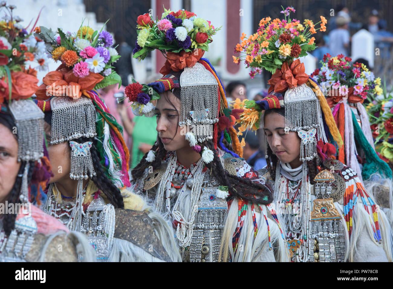 (Aria) Brogpa mujeres vestidas con el traje tradicional, Biama village, Ladakh, India Imagen De Stock
