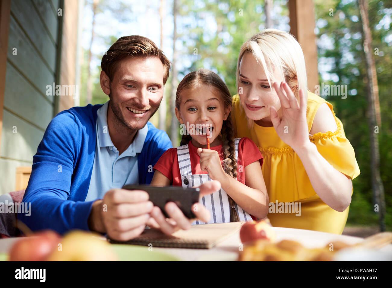 Gracioso Las Niñas La Mamá Y El Papá Ve Lindo Vids