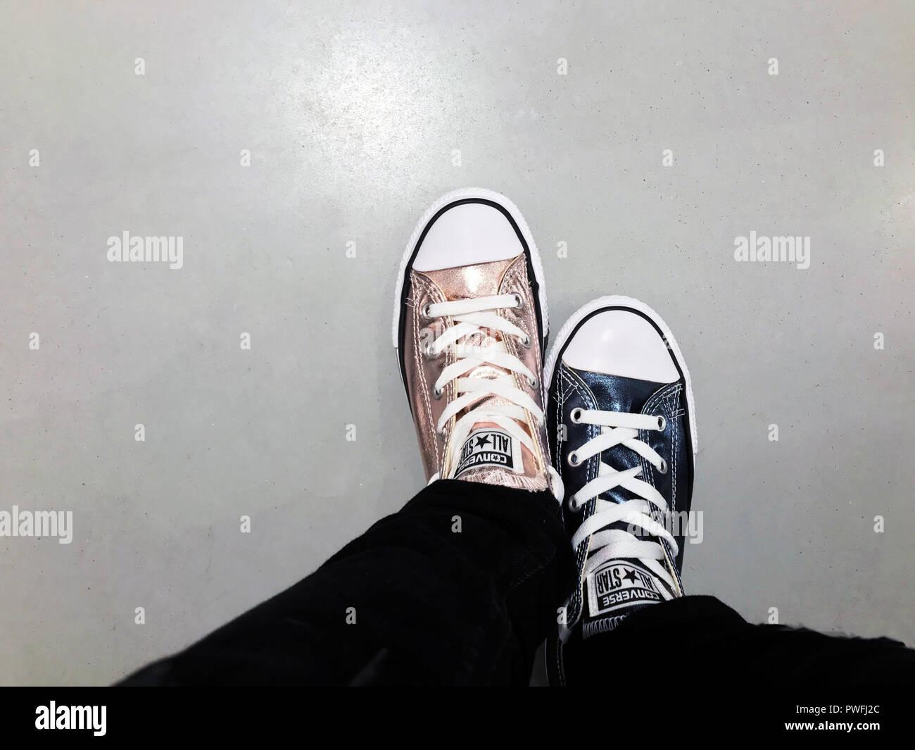 6c543f57 Zapatos Converse Imágenes De Stock & Zapatos Converse Fotos De Stock ...