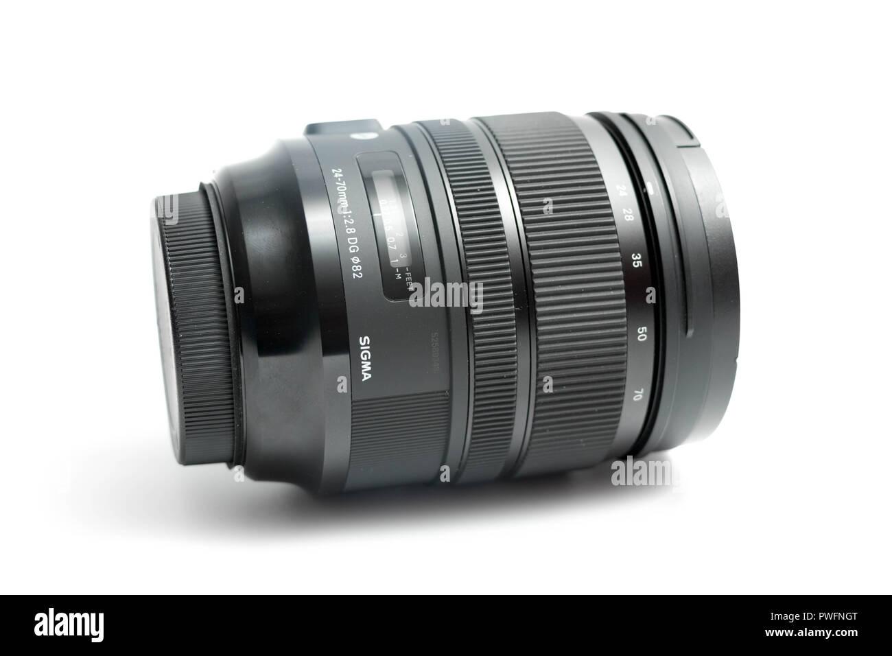 78fd5a3f52 Cerrar hasta el Sigma 24-70mm Lente 2.8 Cámara de apertura Imagen De Stock