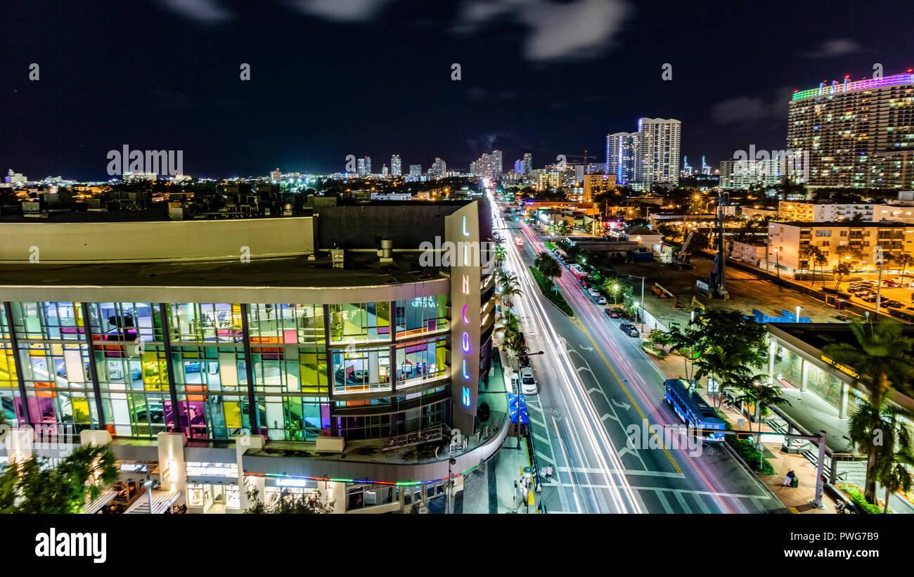 Vista aérea de la Miami, Florida, EE.UU. al atardecer visto desde el mar Foto de stock