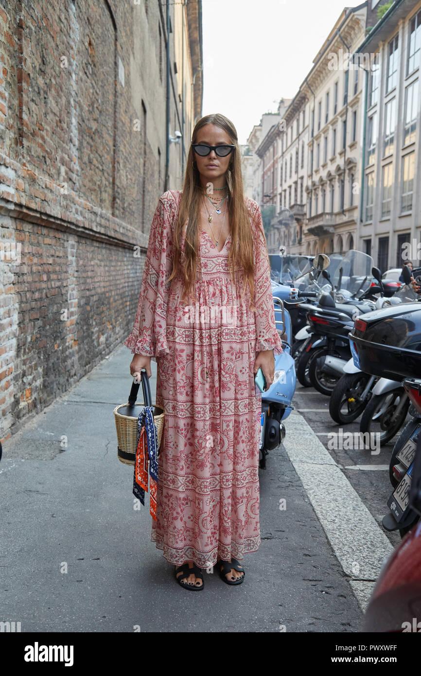 Milán, Italia - 21 de septiembre de 2018: Carlotta Oddi antes Blumarine Fashion Show, la Semana de la moda de Milán street style Foto de stock