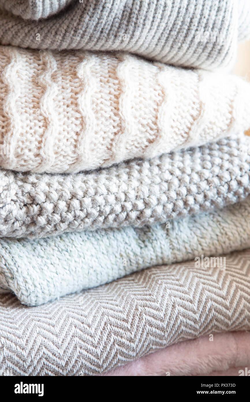 Cozy Sweaters Imágenes De Stock & Cozy Sweaters Fotos De Stock - Alamy