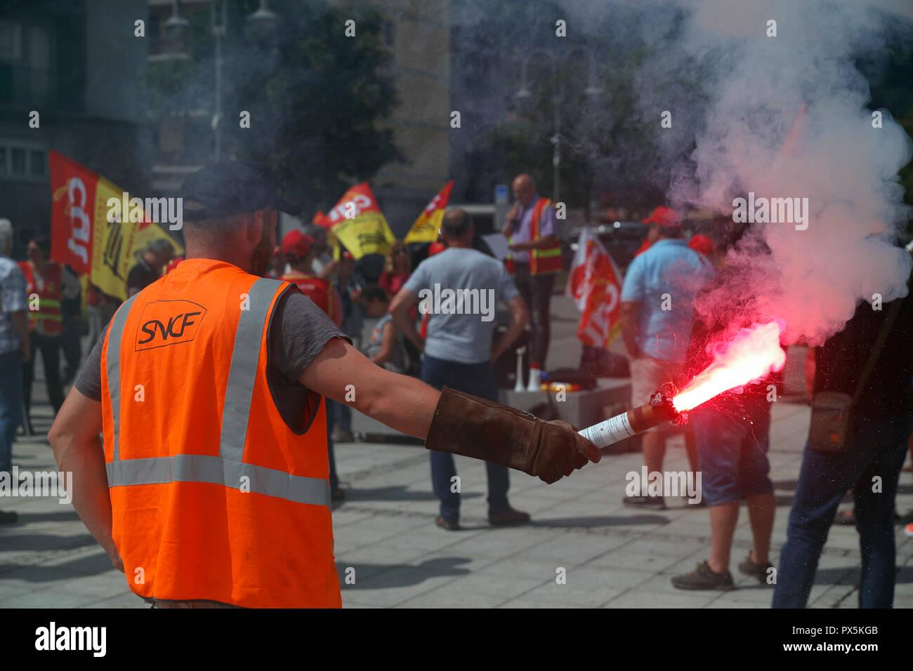 Sindicato CGT organizar una manifestación contra la reforma del sistema ferroviario. Le Fayet. Francia. Imagen De Stock