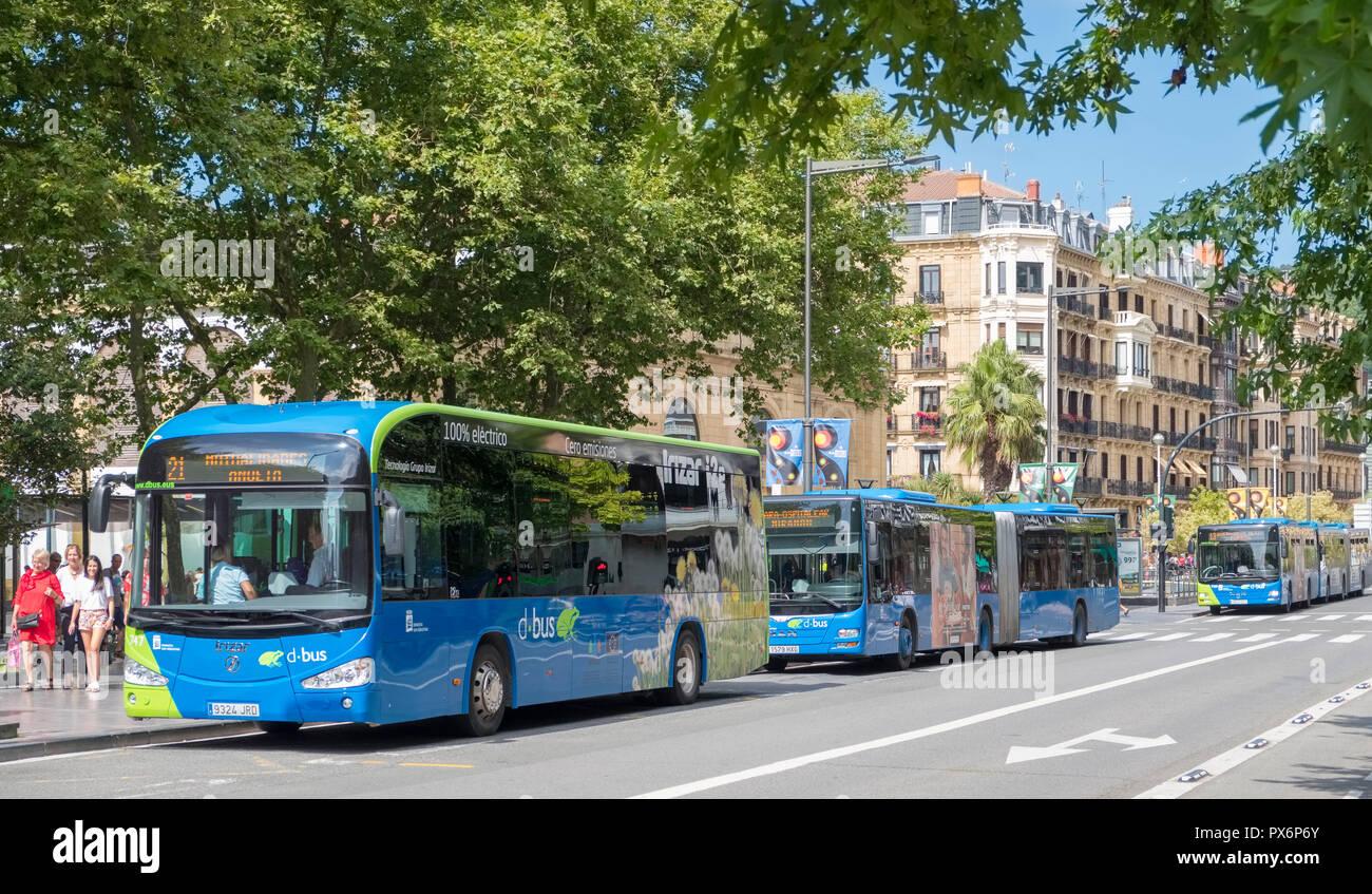 Bus, autobuses en el centro de San Sebastián, Donostia, País Vasco, España, Europa Imagen De Stock