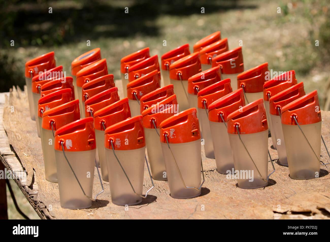 Muchas luces solar energía renovable carga Masai Mara Kenya Imagen De Stock