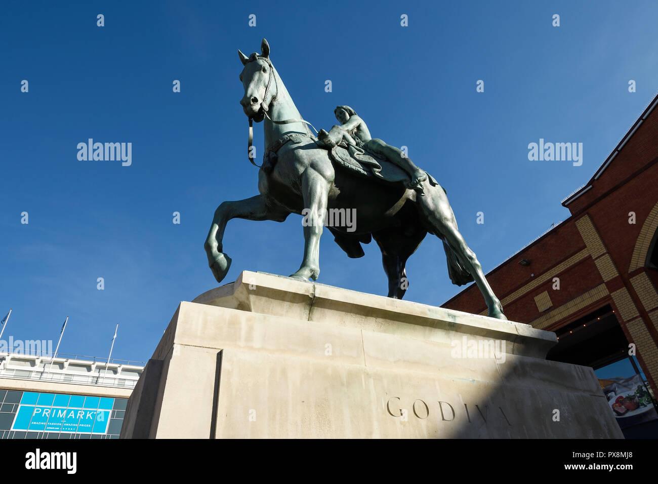 La Lady Godiva estatua en Broadgate en el centro de la ciudad de Coventry Reino Unido Foto de stock