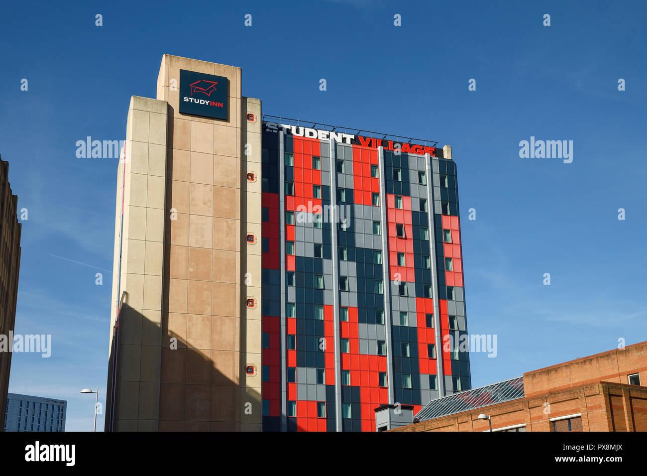 Estudio Inn Coventry Tower Student Village y alojamiento en la calle en el centro de la ciudad de Coventry Reino Unido Foto de stock
