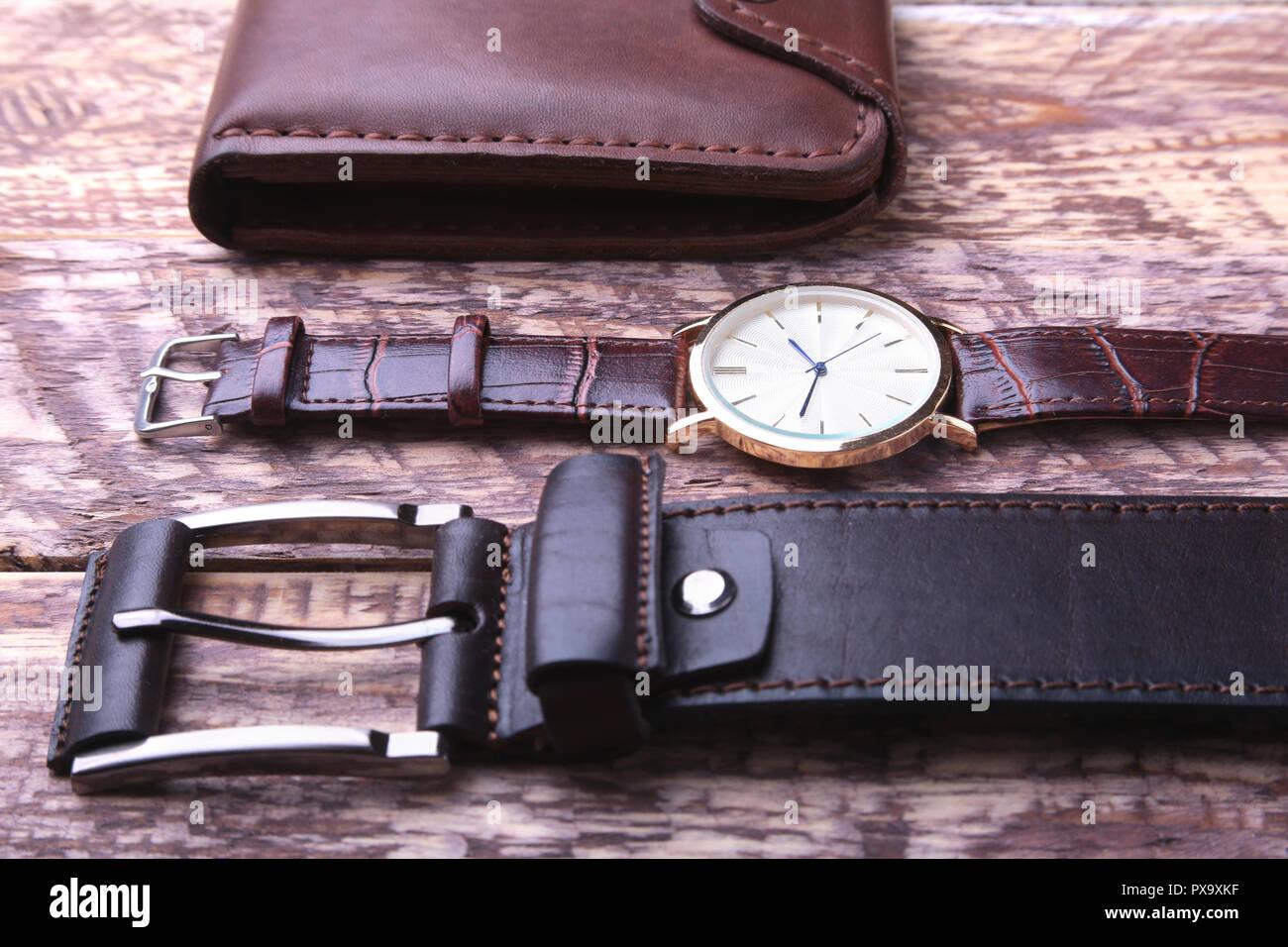 9cc803c4f2b5 Conjunto de accesorios para los hombres de negocios con correa de cuero