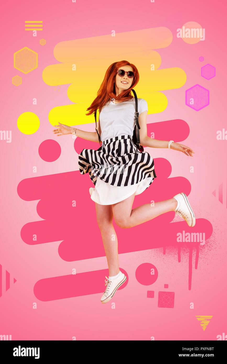 d99464e860 Vestida de elegante vestido de blanco y negro y zapatillas saltando alto  sentimiento feliz Imagen De