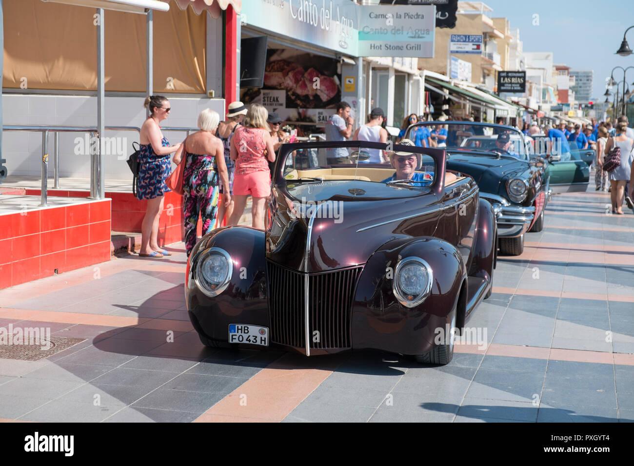 Nosotros tuned coche en coche clásico celebrada en Torremolinos, Málaga, España Foto de stock