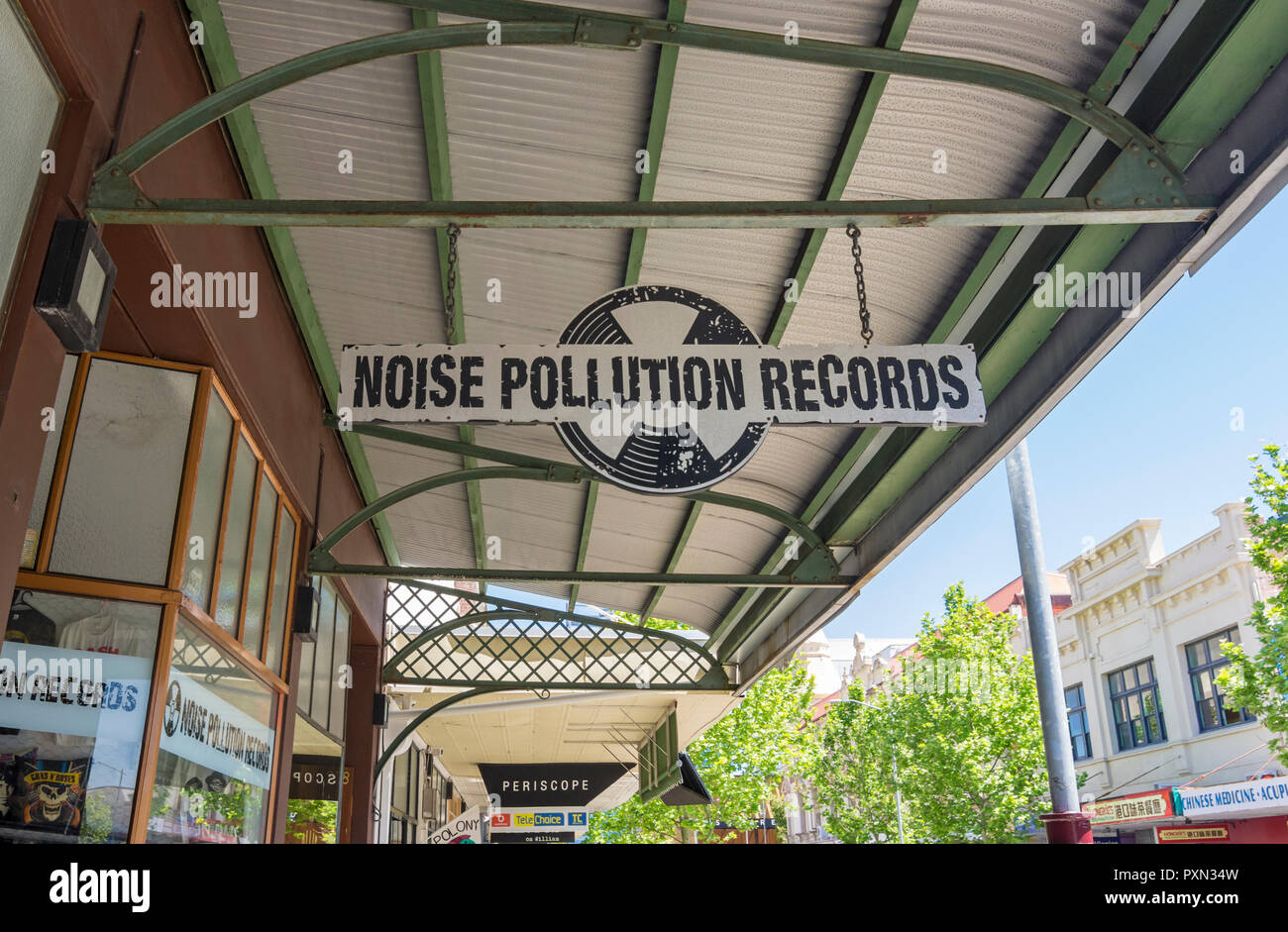 La contaminación acústica, un almacén de registros a lo largo de la animada calle William en Northbridge, Perth, Australia Occidental Imagen De Stock