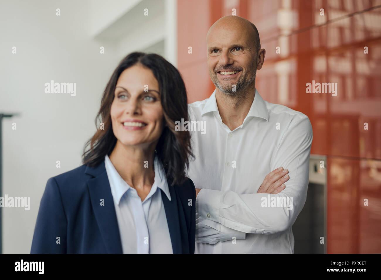 Retrato de un exitoso equipo empresarial Foto de stock