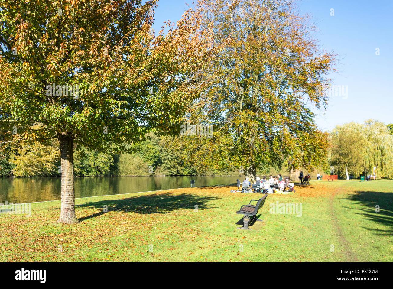 Río Támesis en Runnymede placer Tierra, Runnymede, Surrey, Inglaterra, Reino Unido Imagen De Stock