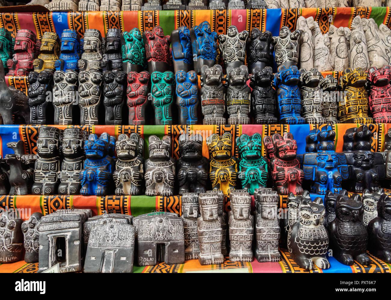 b86baa9a524a Souvenirs La Paz Bolivia Imágenes De Stock   Souvenirs La Paz ...