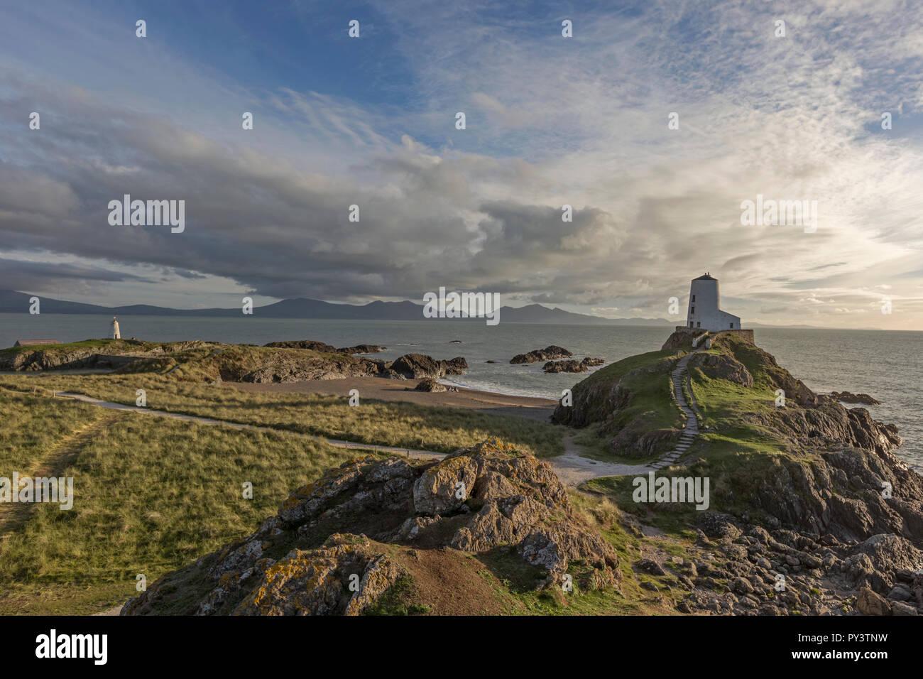 Luz del atardecer sobre la isla Llanddwyn, Anglesey, Norte de Gales, Reino Unido Foto de stock