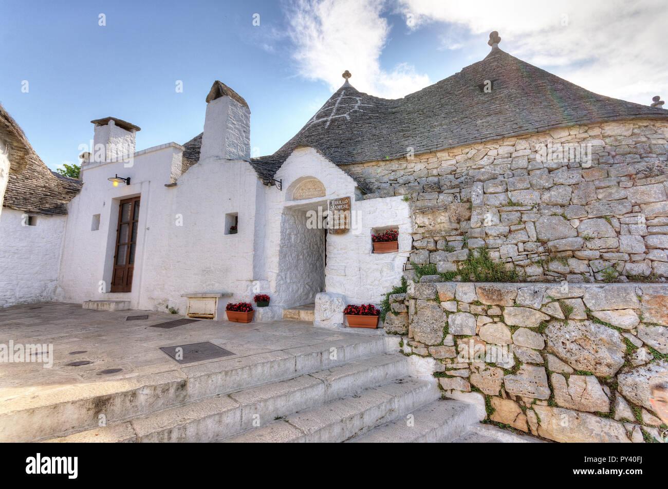 Italia. La Apulia. Alberobello, Trulli, casas típicas, Trullo Siamés Imagen De Stock
