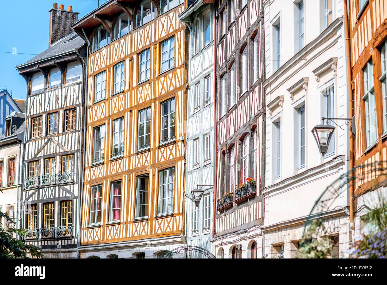 Hermosa coloridas casas con entramados de madera en la ciudad de Rouen, la capital de la región de Normandía en Francia Imagen De Stock