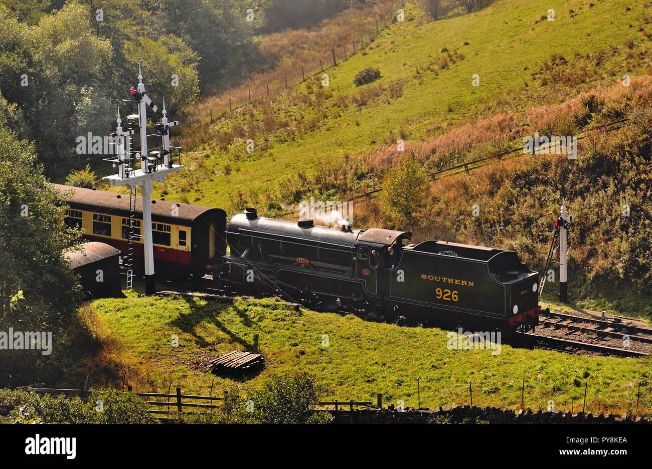 """Clase V Sur nº 926 """"Repton', sin deflectores de humo, entrando en Goathland licitación 1152 Pickering-Grosmont primero con el servicio. Imagen De Stock"""