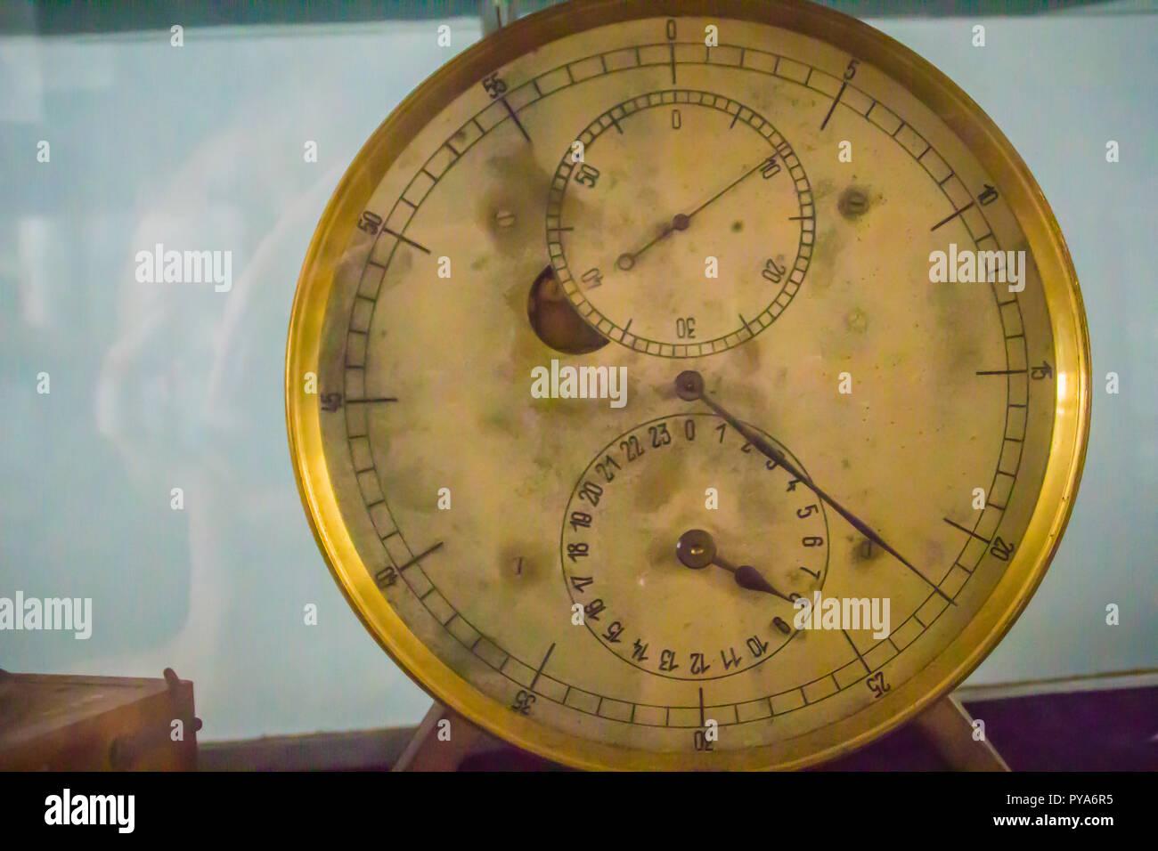 Vintage antiguo cronómetro marino, un reloj que es precisa y