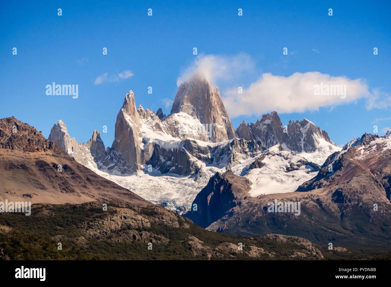 Monte Fitz Roy en el sur de Argentina, El Chalten en la patagonia. El Parque Nacional Los Glaciares Foto de stock