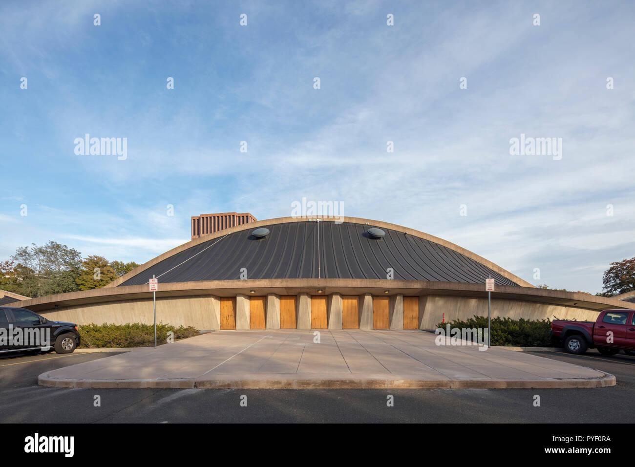 David S. Ingalls hockey hielo a la Universidad de Yale, en New Haven, Connecticut, EE.UU., diseñado por el arquitecto Eero Saarinen, construido entre 1953 y 1958. Foto de stock