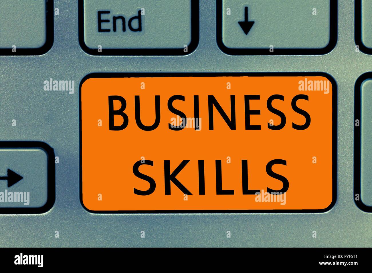 Escritura a mano Conceptual Mostrando habilidades de negocios. Foto y texto de negocios una capacidad para adquirir esfuerzo sistemático de funciones de trabajo. Imagen De Stock