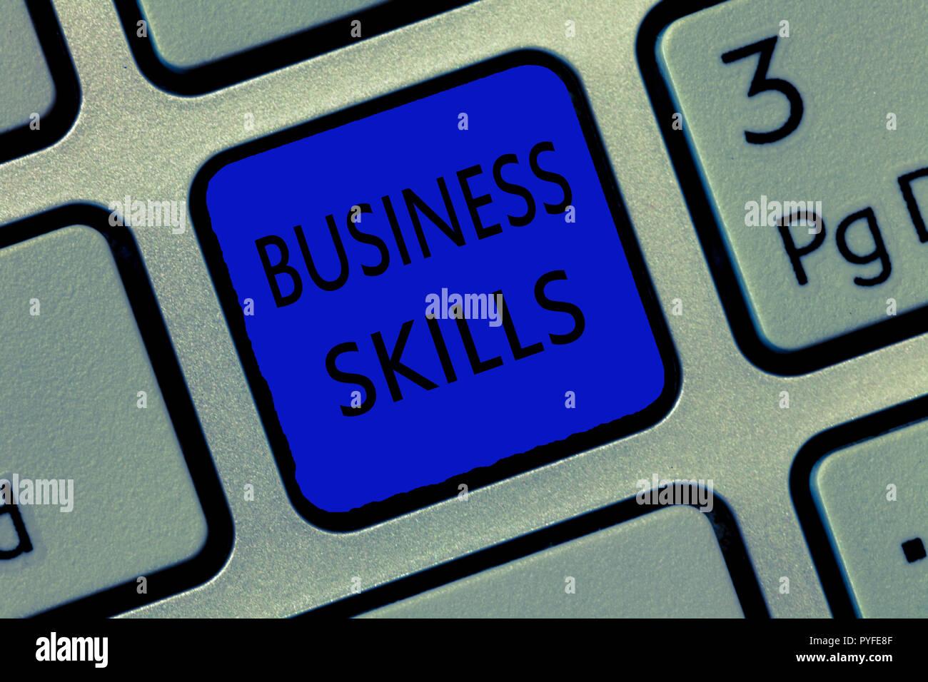 Escribir nota mostrando habilidades de negocios. Foto de negocios mostrando una capacidad para adquirir esfuerzo sistemático de funciones de trabajo. Imagen De Stock