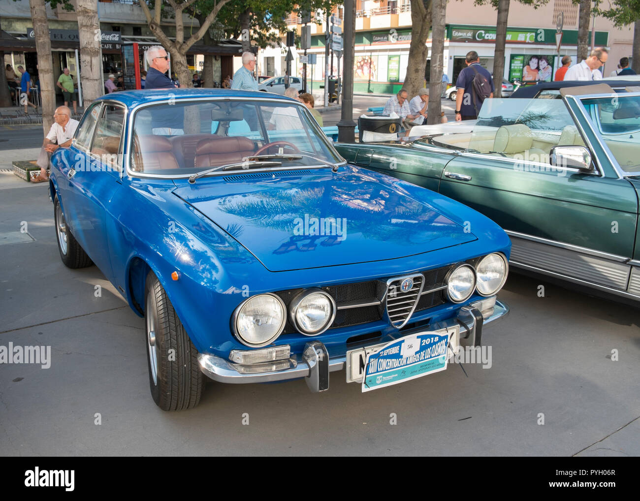 Alfa Romeo 1750 GT Veloce. Reunión de coches clásicos en Torremolinos, Málaga, España. Foto de stock
