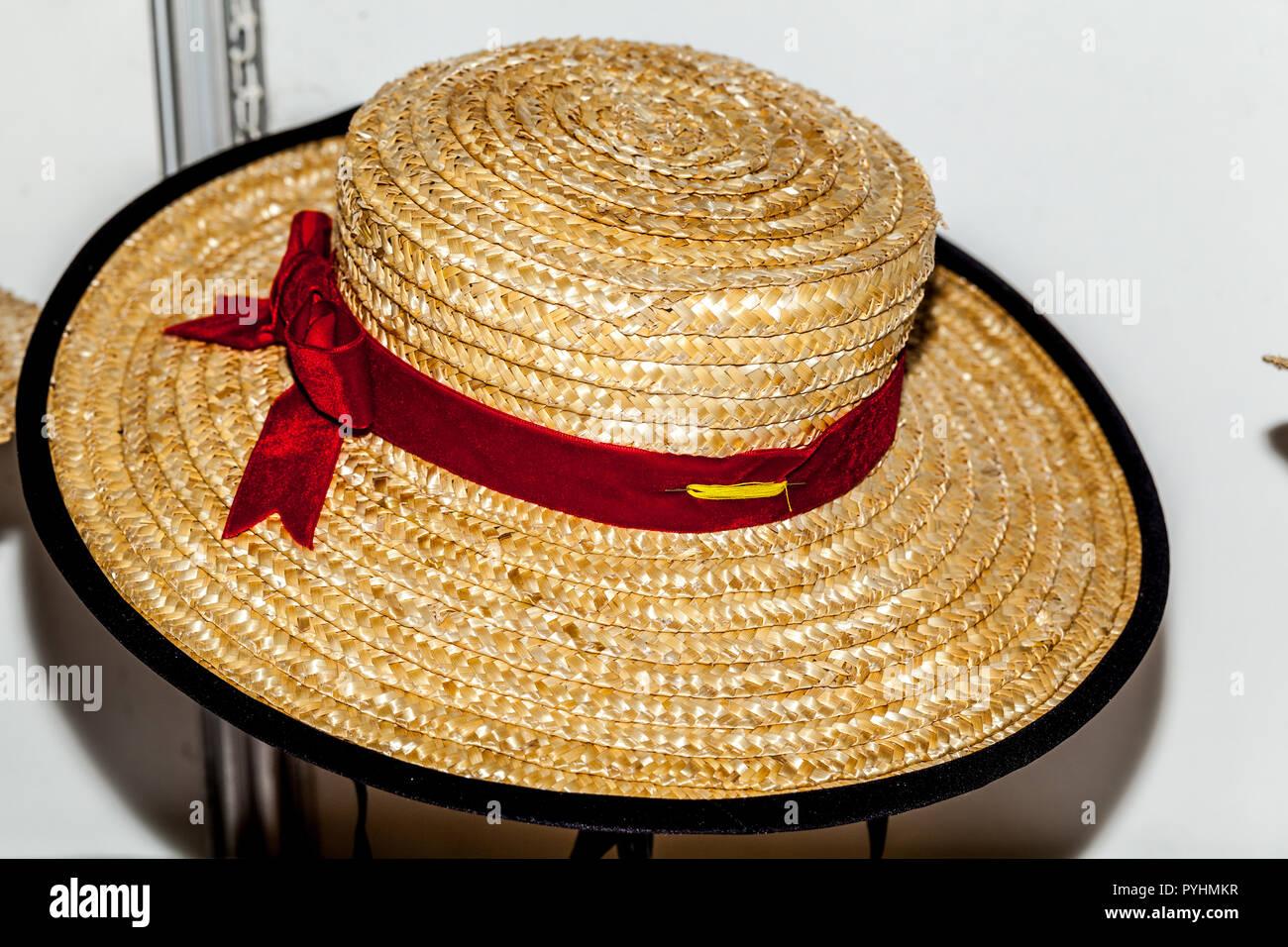 Hembra canario tradicional sombrero de paja para la venta en la Feria de  Artesanía Tricontinental de Santa Cruz de Tenerife 2018 687c92824b2
