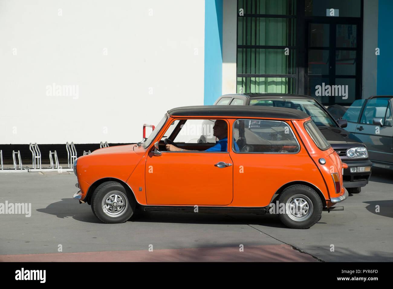 Mini. Reunión de coches clásicos en Torremolinos, Málaga, España. Foto de stock