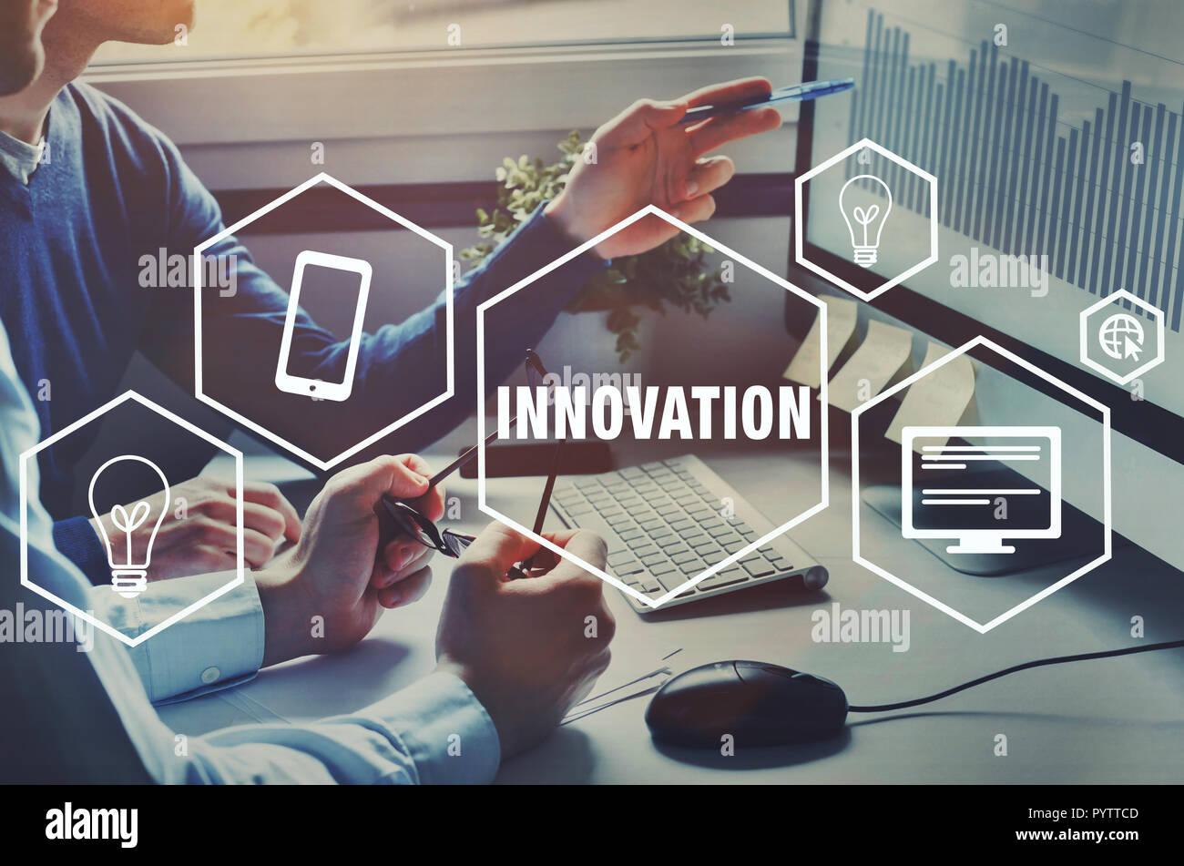 Innovación tecnológica para el negocio, idea, concepto innovador con iconos Imagen De Stock