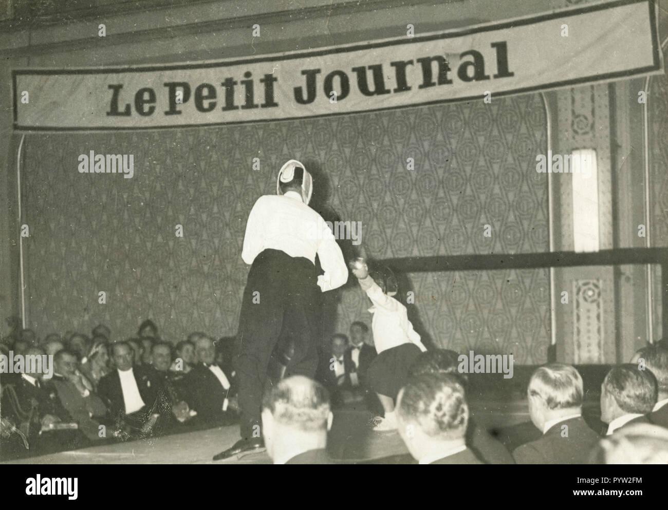 Lección de esgrima en público, en París, Francia, 1933 Imagen De Stock