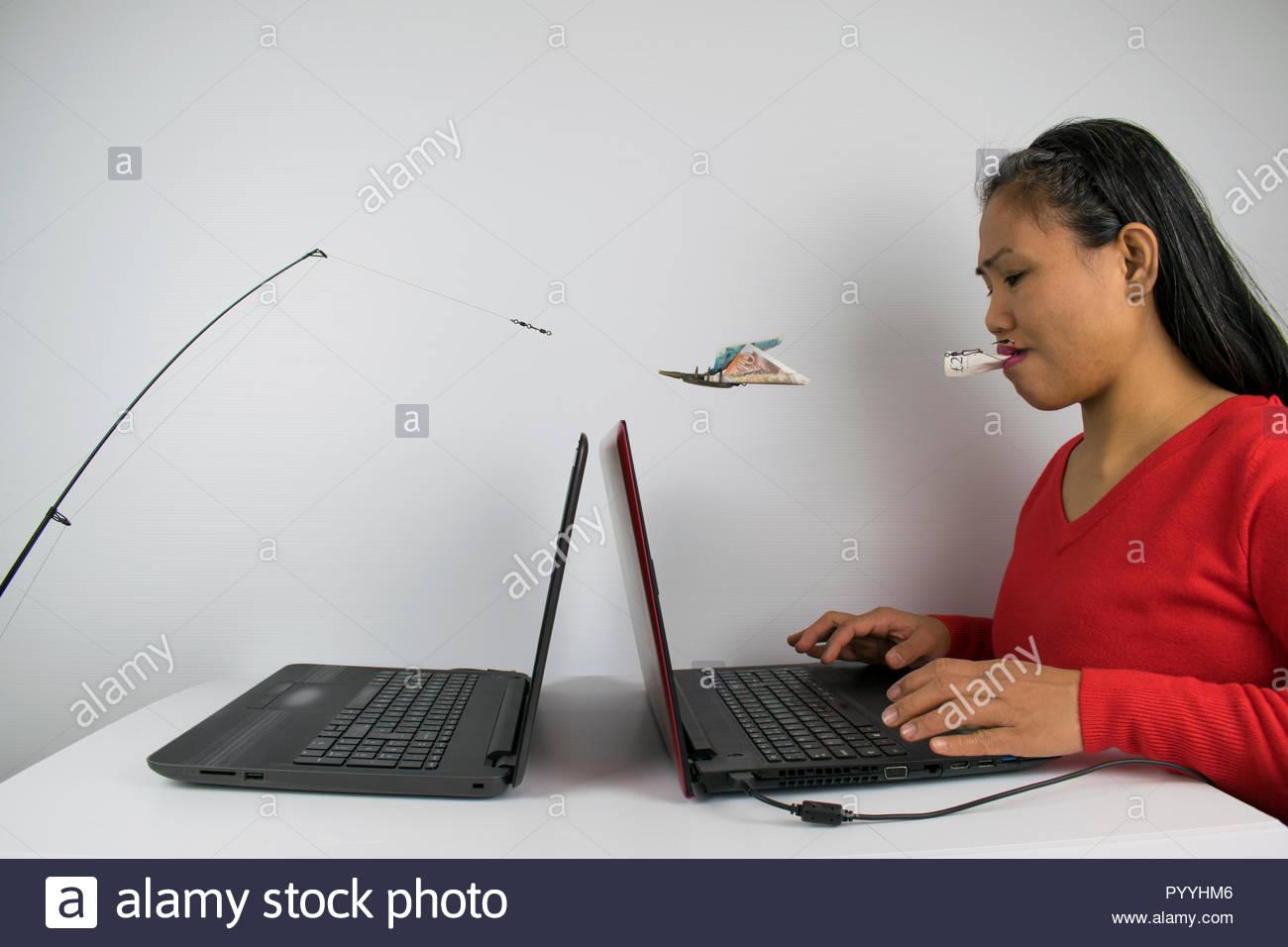 Fotografía retratando un concepto de phishing usando modelo femenino, Portátil, caña de pescar, Línea, alimentador y gancho Imagen De Stock
