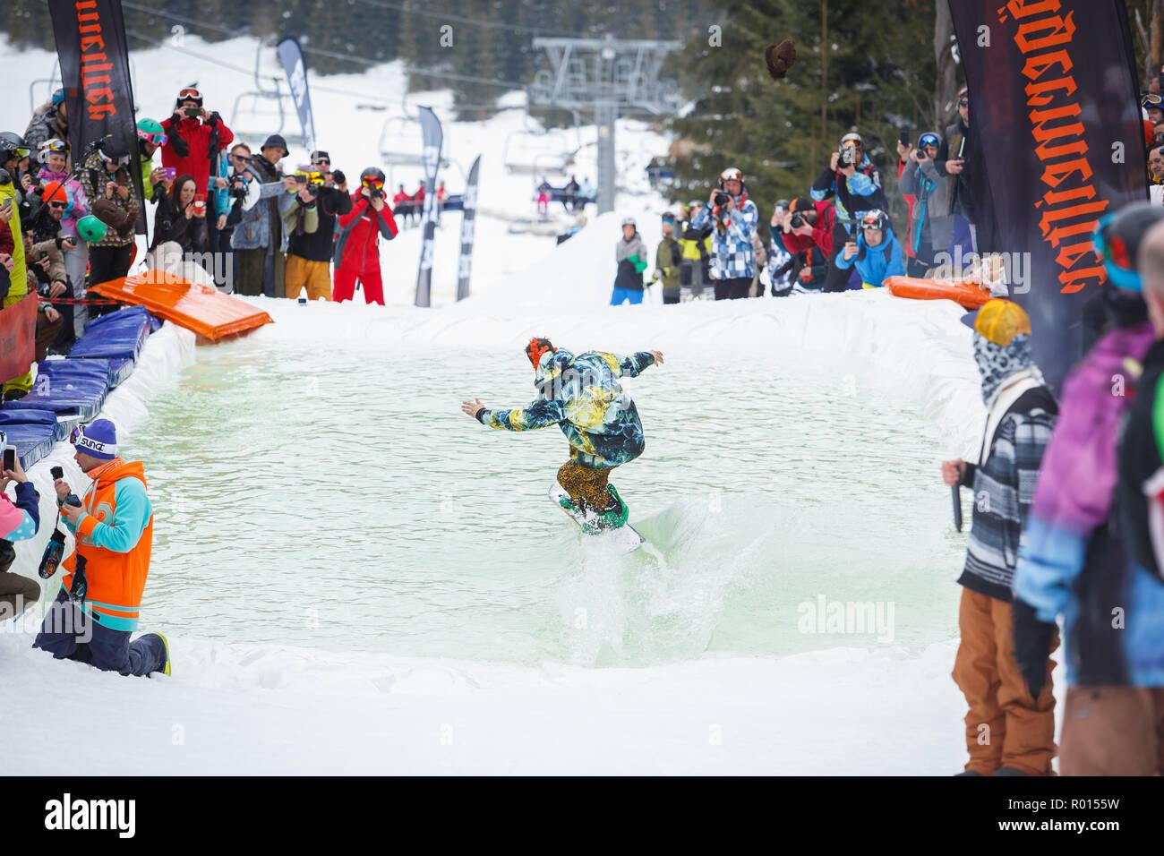 Ucrania Bukovel 24 De Marzo 2018 Piscina De Snowboard Concurso De