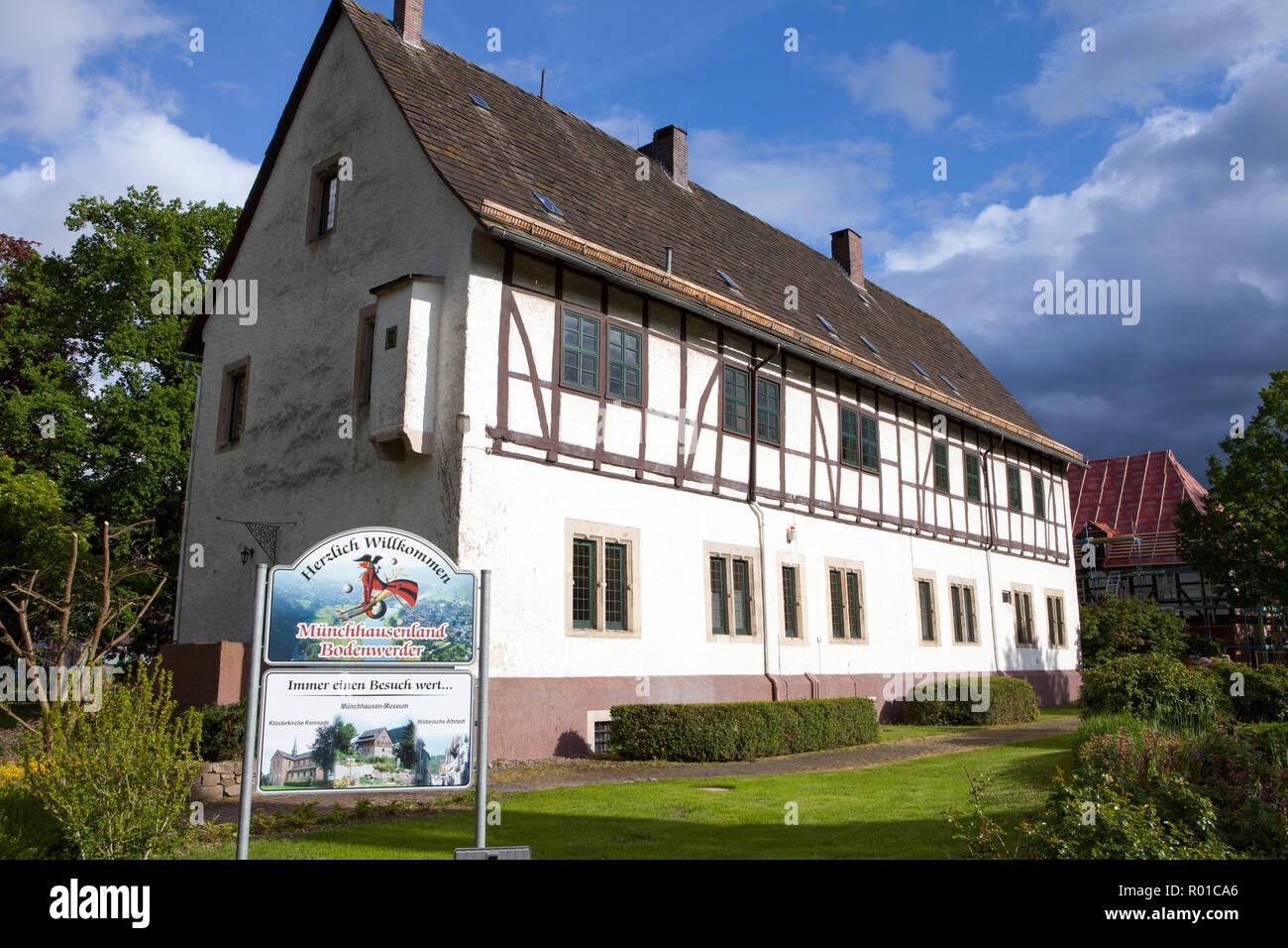 Ayuntamiento, lugar de nacimiento y residencia del Barón Muenchhausen, Bodenwerder, Weserbergland, Baja Sajonia, Alemania, Europa Foto de stock