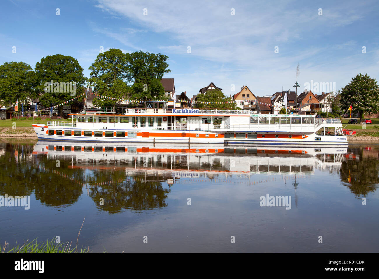 Barco de pasajeros Karlshafen, Bodenwerder, cuna del Barón Muenchhausen, Weserbergland, Baja Sajonia, Alemania, Europa Foto de stock