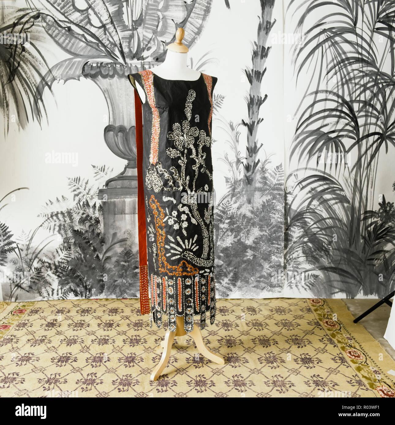 Papel Floral vestido por Isabelle de Borchgrave Imagen De Stock